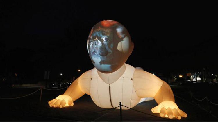 পর্তুগালের ক্যাসকাইসে আয়োজিত লুমিনা লাইট ফেস্টিভ্যালে প্রদর্শিত একটি শিল্পকর্ম