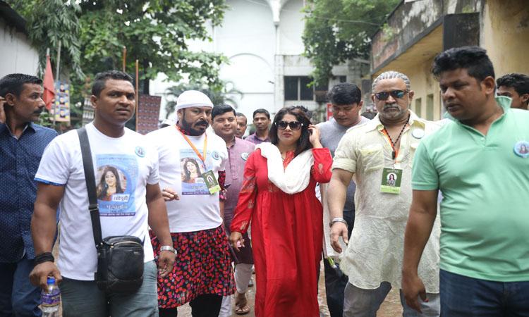 বাংলাদেশ চলচ্চিত্র শিল্পী সমিতির নির্বাচনে সভাপতি প্রার্থী অভিনেত্রী  মৌসুমী