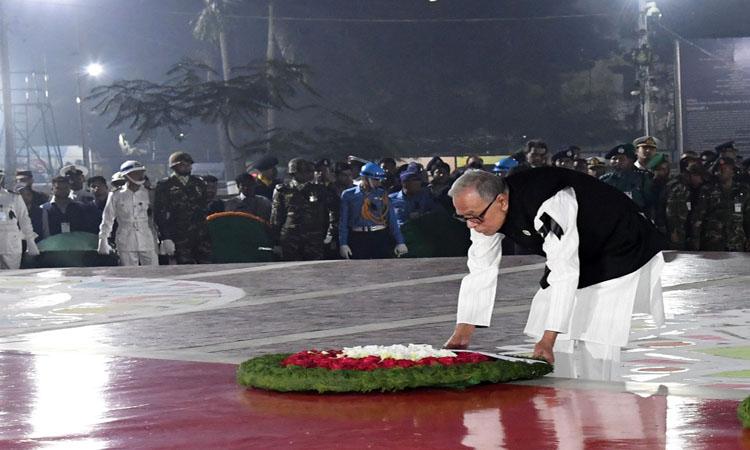 ভাষা শহীদদের প্রতি শ্রদ্ধা জানান রাষ্ট্রপতি আব্দুল হামিদ